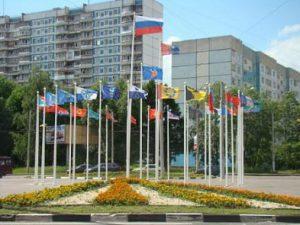 Флаги муниципальных образований на кольце у автовокзала